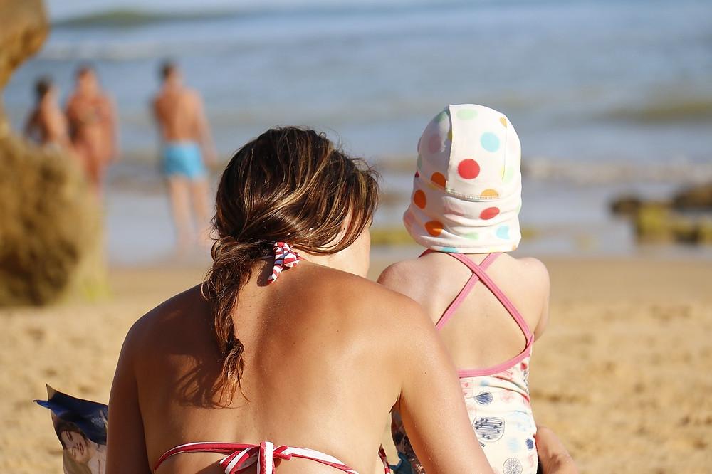 הורים לא אוהבים לבלות עם הילדים שלהם. ילדים רבים בחופש הגדול
