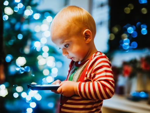 אחת ולתמיד: כמה נורא זה שהילדים מבלים הרבה זמן בצפייה במסכים? / הארץ