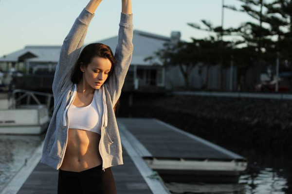 Healthy lifestyle tips: a photo of a healthy and fit woman