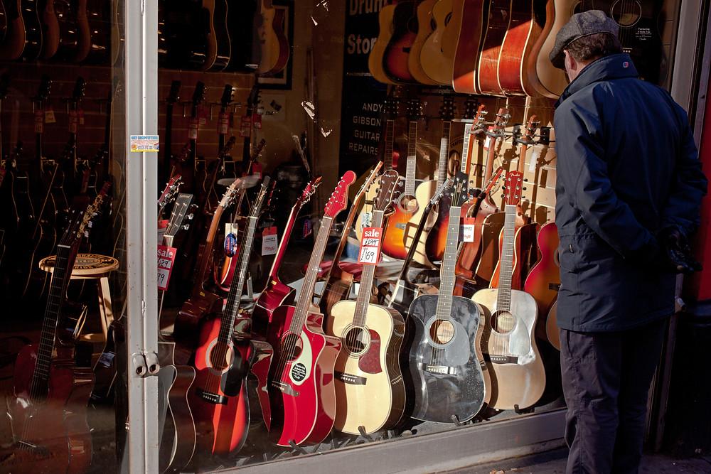 Acoustic_Guitars,_Denmark_Street.jpg
