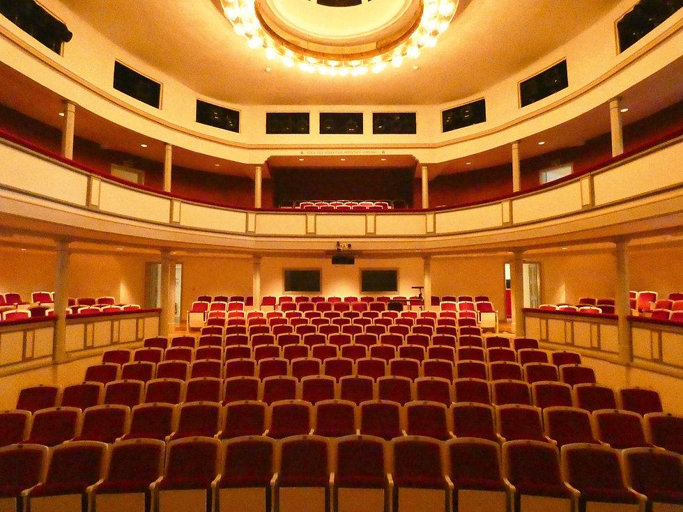 Theater Arnstadt Zuschauerraum.jpg
