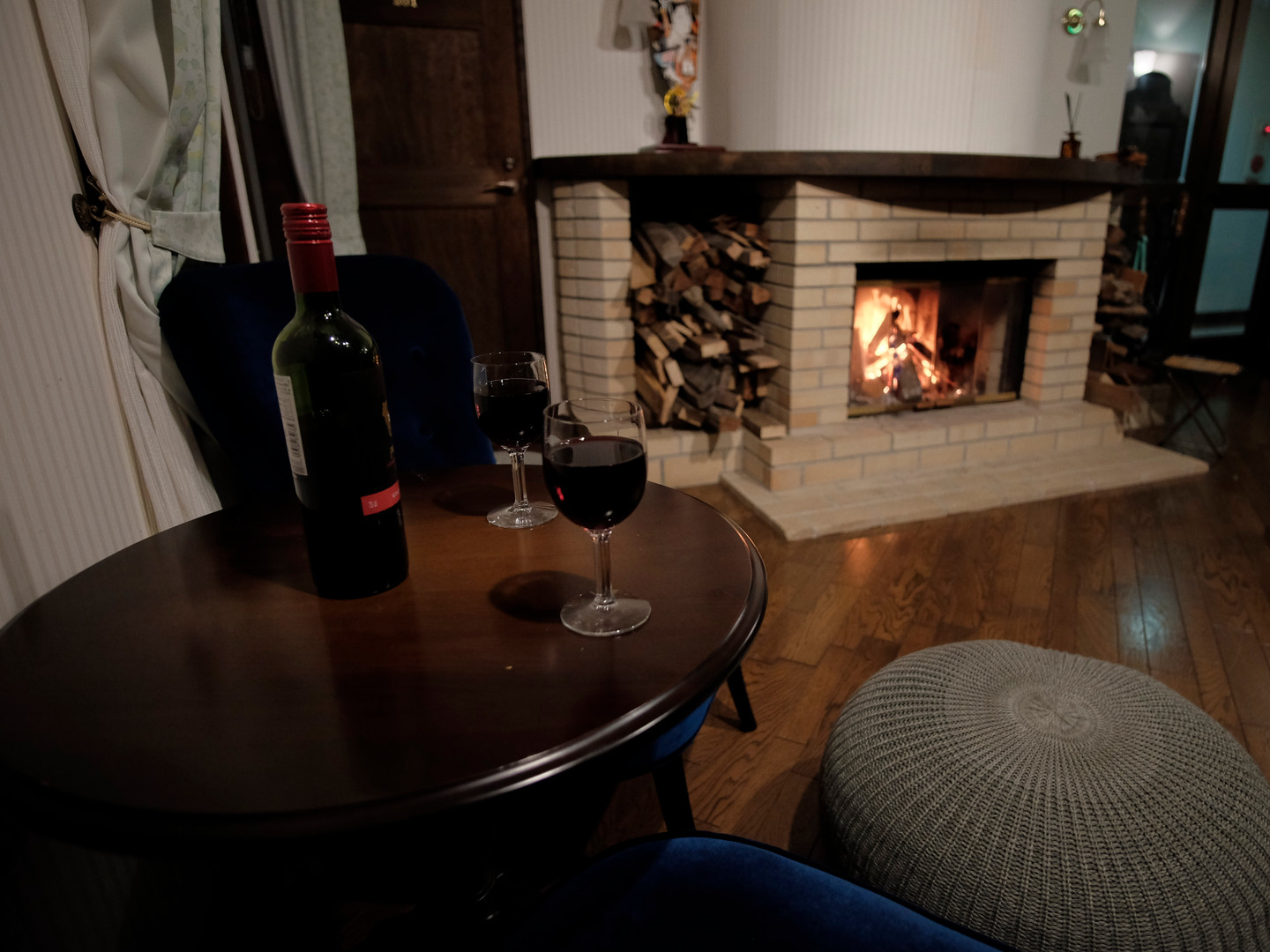 stay myoko legend inn bar lounge snowboard snow ski pension chalet accommodation japan guest house apartment open fire warm cosy comfortable