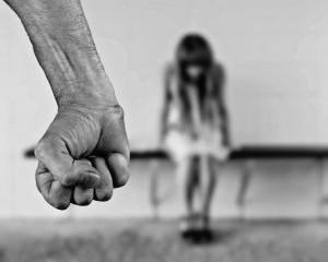 Pena para violência doméstica.
