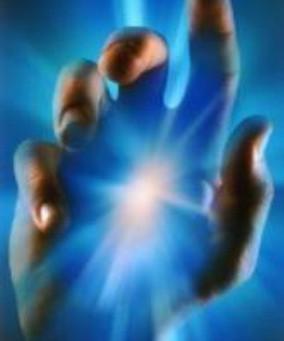 Cura através da energia liberada pelas mãos