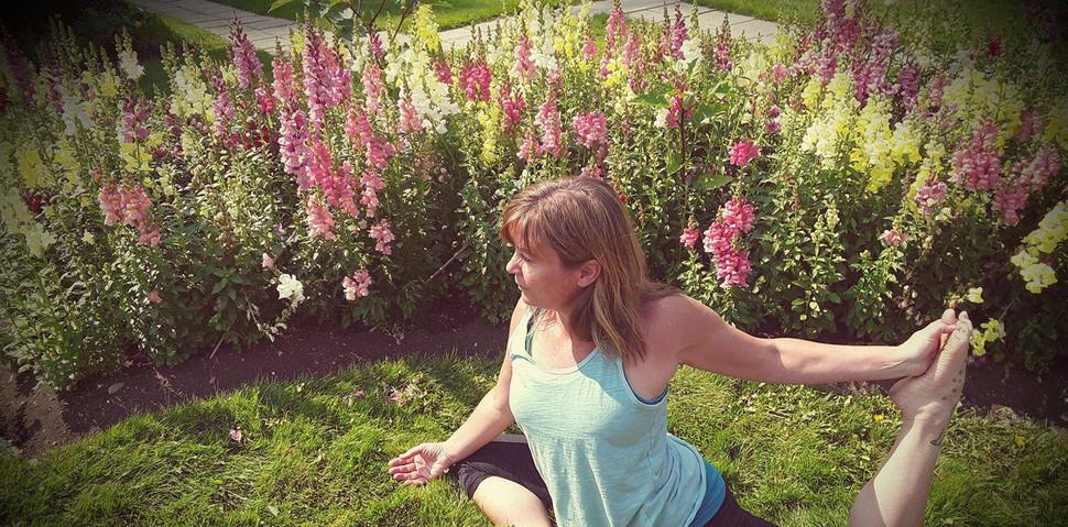 Sue pidgeon in garden 1.jpg