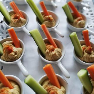 Hummus mit Gemüse-Sticks