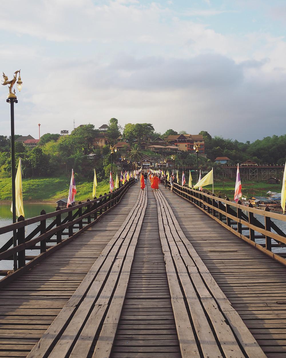 晴天无雾的Mon Bridge