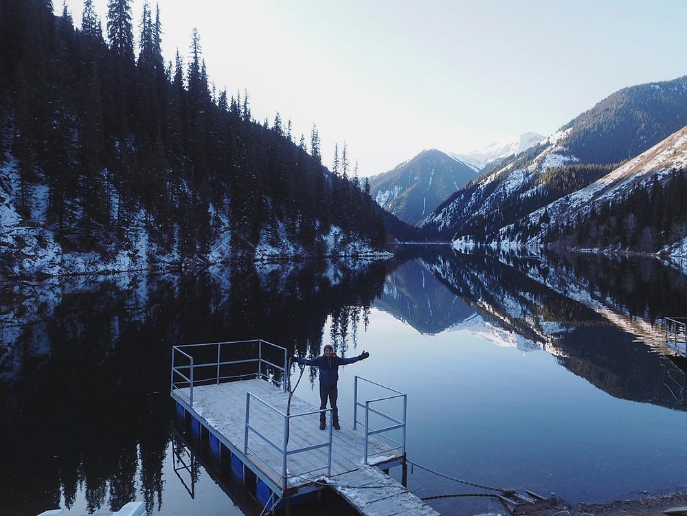 四方脸和Kolsai 第一湖合影。