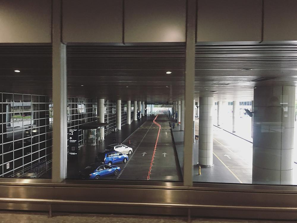 空荡荡的机场