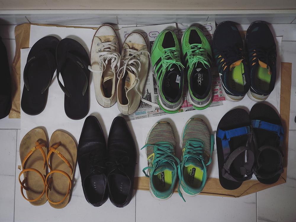 八双鞋子。