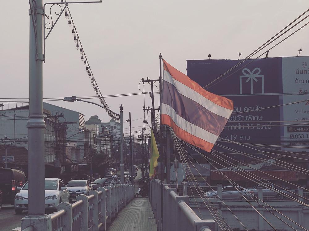 泰国国旗随风飘扬