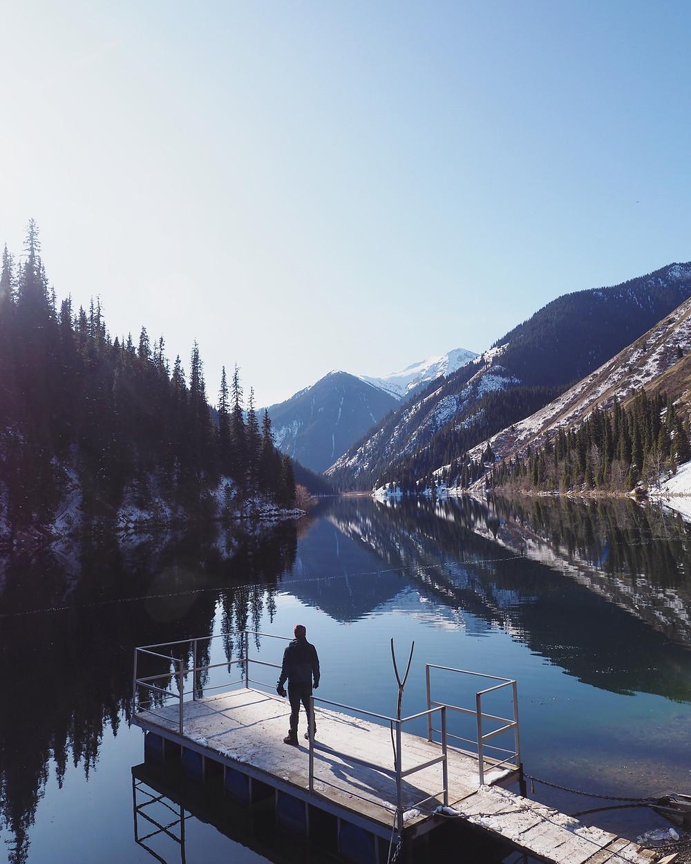 Kolsai 第一湖在阳光照射下换了新的面貌。