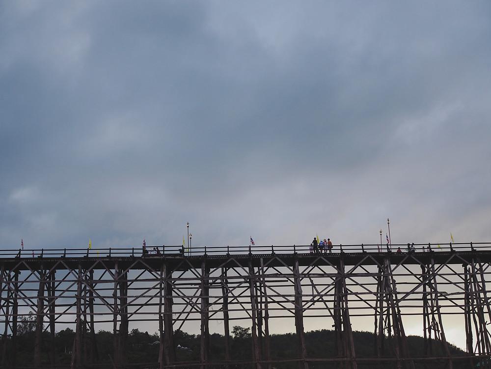 Mon Bridge 仰视图