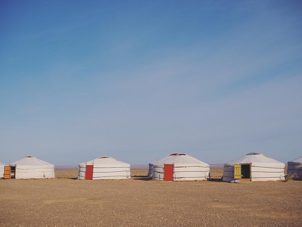 沙漠中的蒙古包