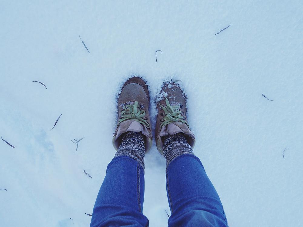 白雪差不多淹没了双鞋。