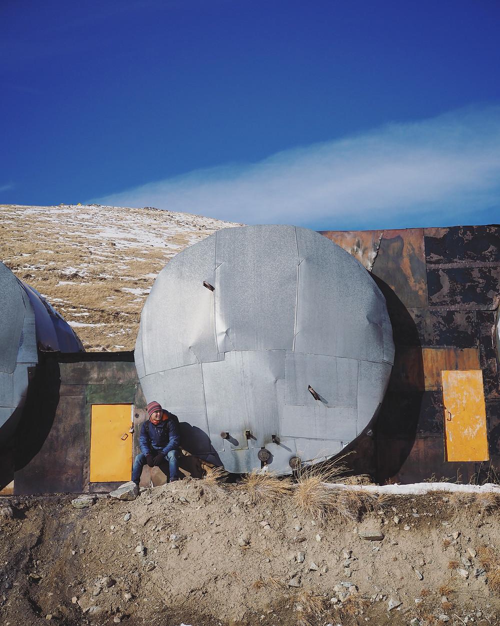 四方脸和Kosmostantsiya 天文研究院里的不知名物体合照。
