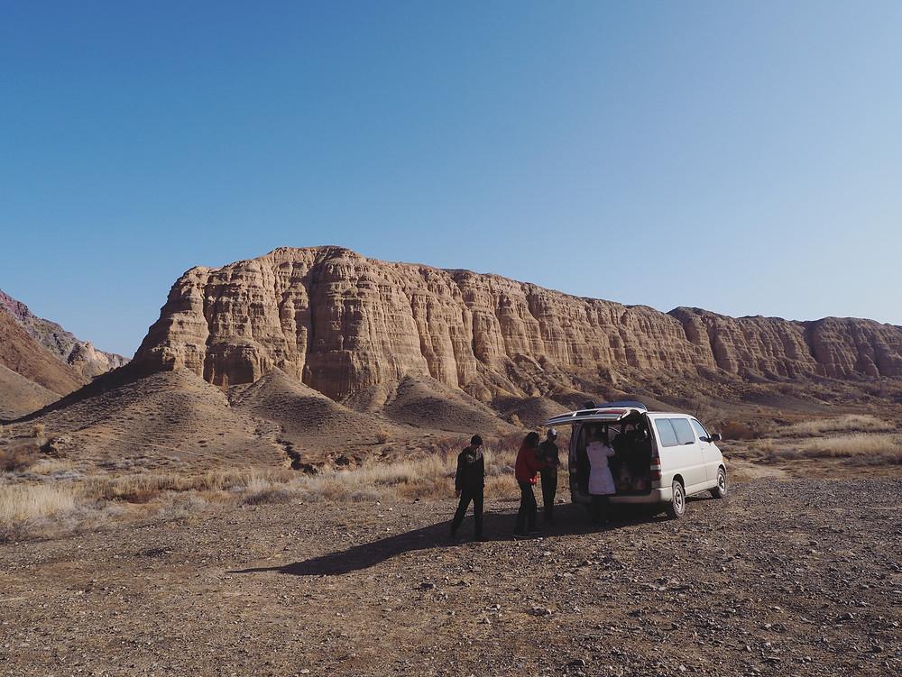 我们的团友和Sultan 的小货车。