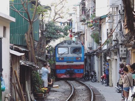 @ Hanoi Train Street 河内火车街:当火车的风划过我的脸