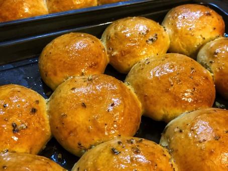 Cheese-stuffed Garlic Bread Rolls