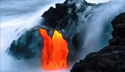 El Volcán Paricutín comenzó a crecer el el patio de la casa de un campesino en méxico.