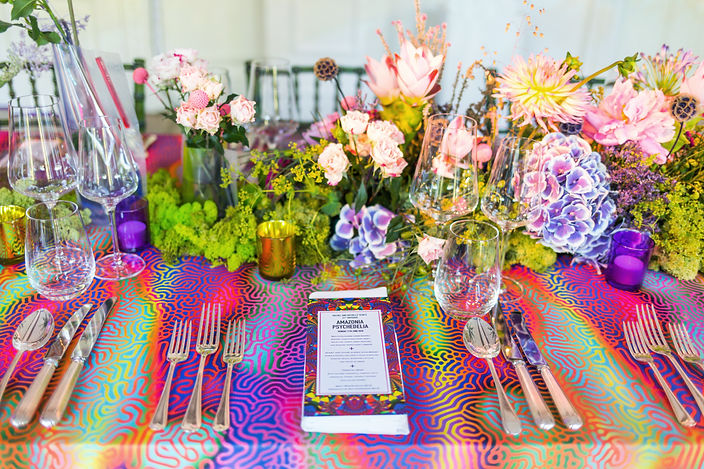 Colourful pink and blue flowers placesetting