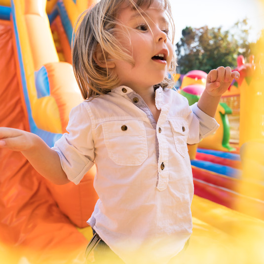 chateau gonflable sisteron avec jeux et structures gonflables pour enfants