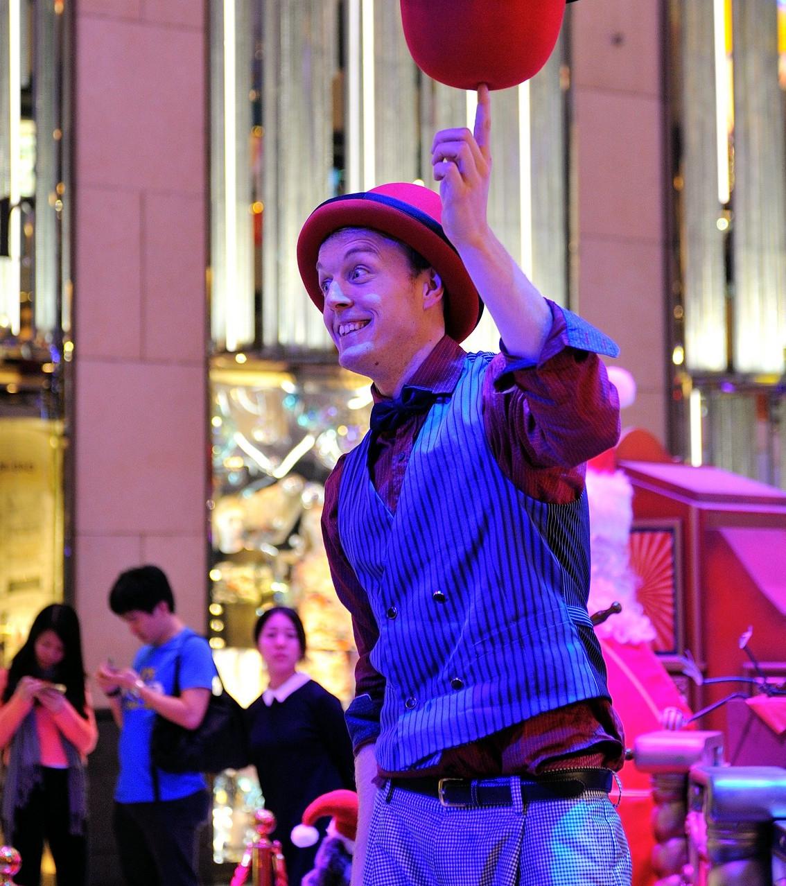 Hat juggling circus