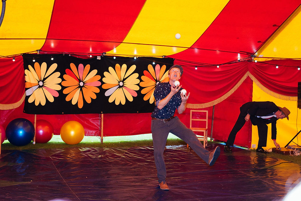 juggling entertainers for event