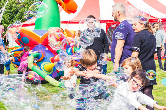 bubble_entertainer_for_kids_parties.jpg