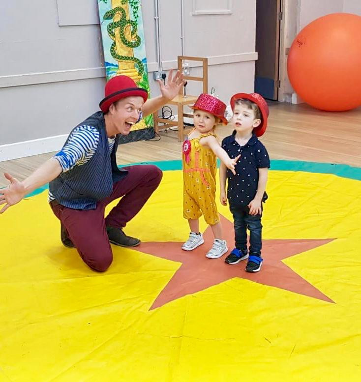 children's entertainer for circus party in London