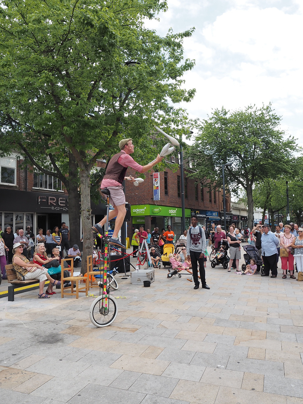 Circus entertainers for hire in UK