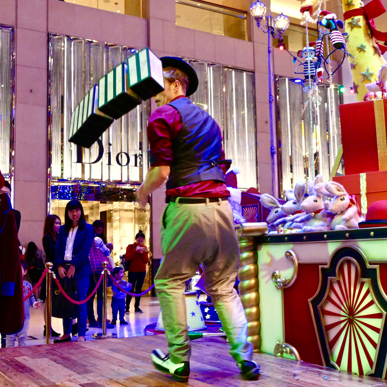 Mall circus entertainers