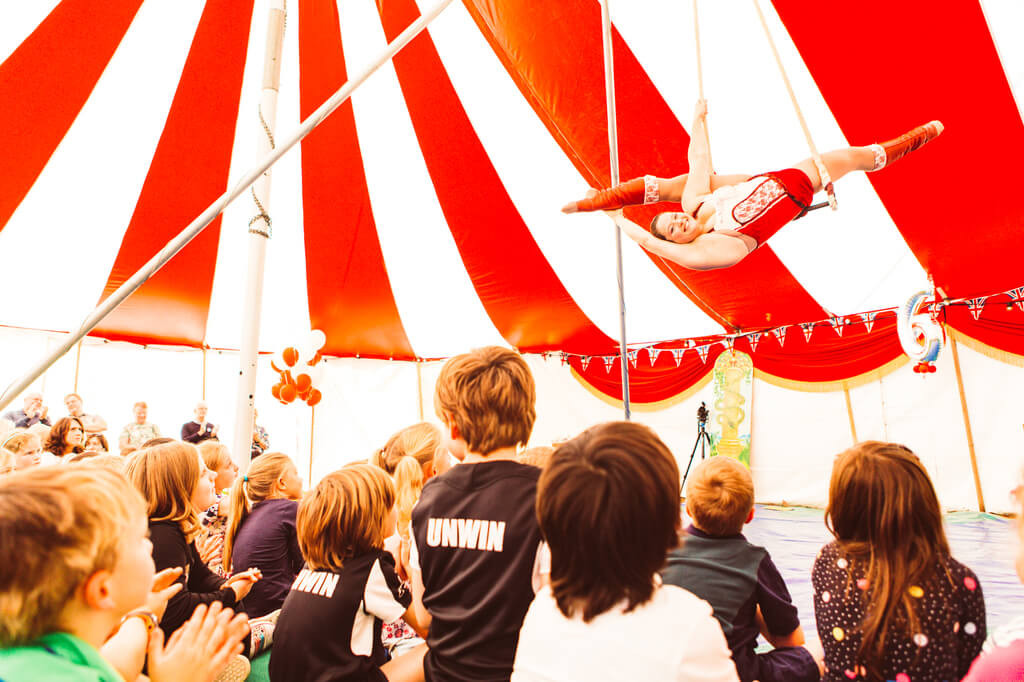 Trapeze artist for kids parties