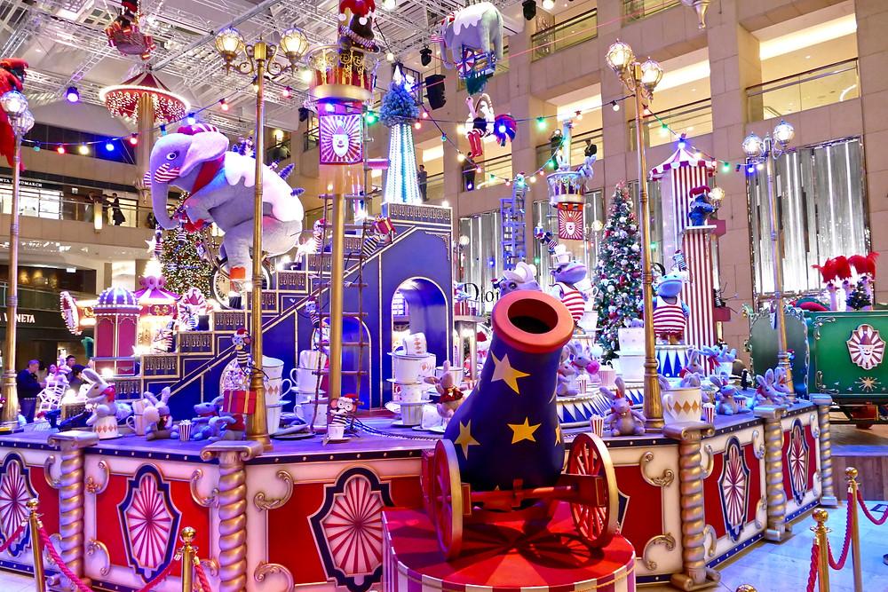 Christmas Shopping Mall entertainment