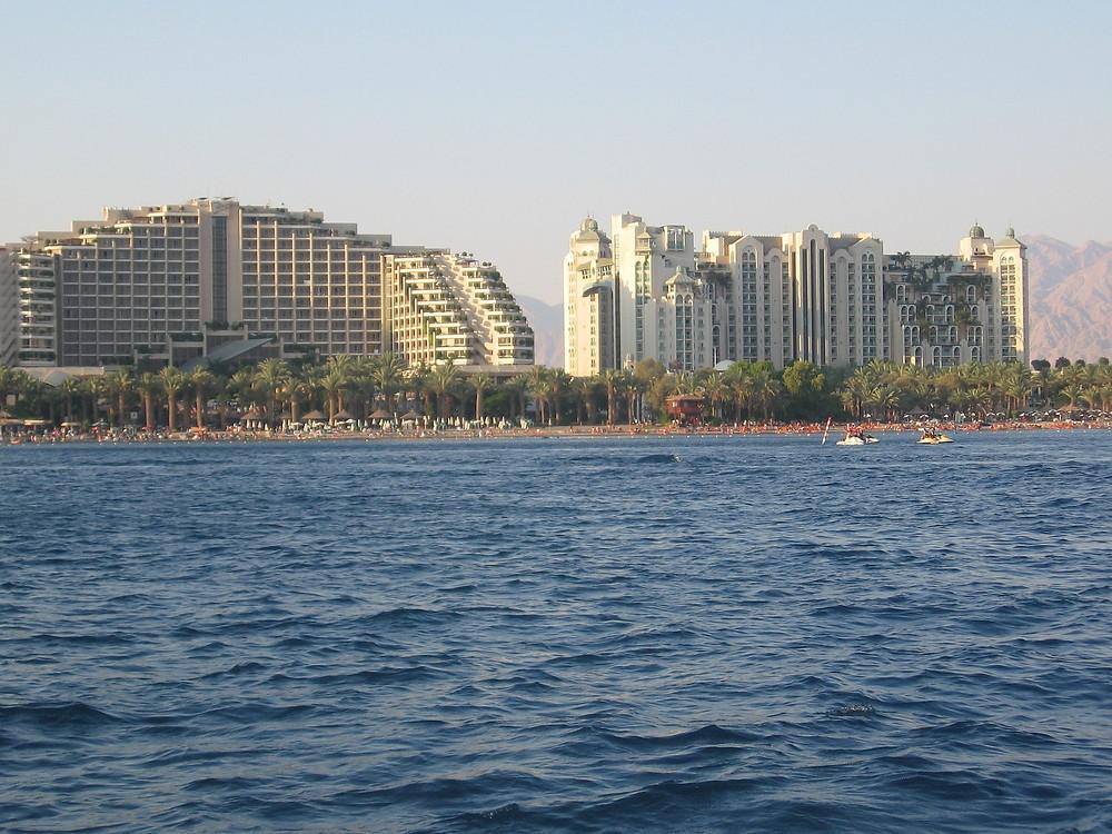 נוף של העיר אילת במבט מהים
