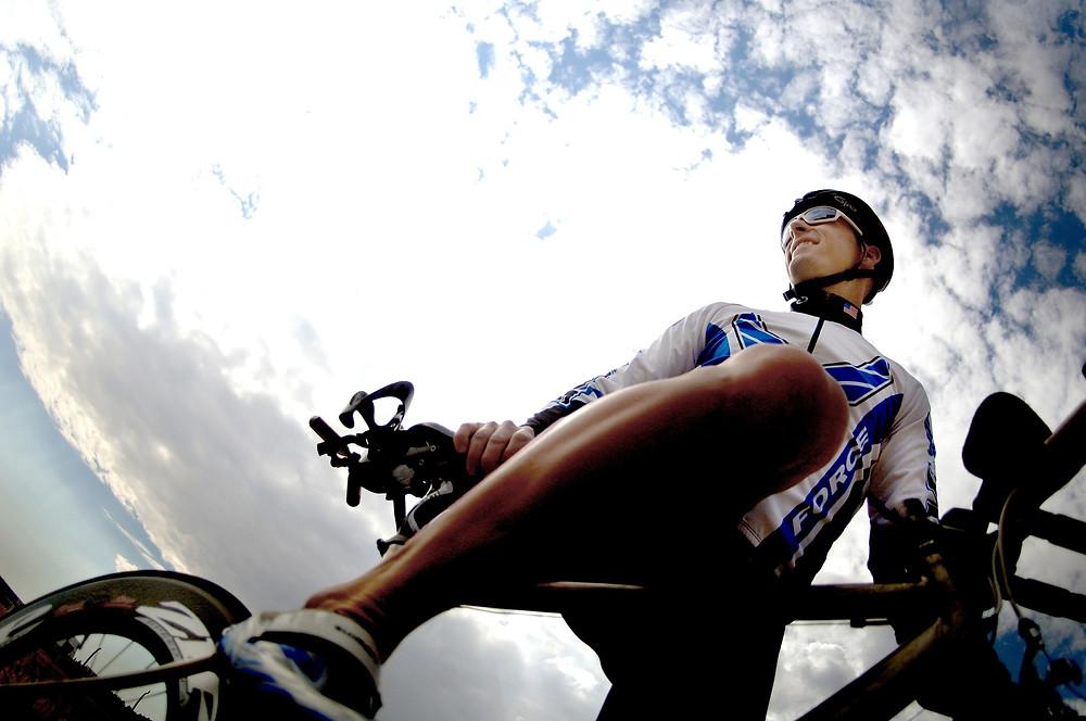 רוכב אופניים מקצועי - מבט מלמטה