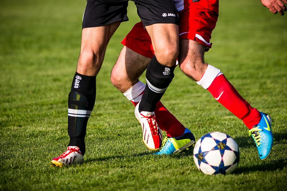 שחקני כדורגל בפעולה