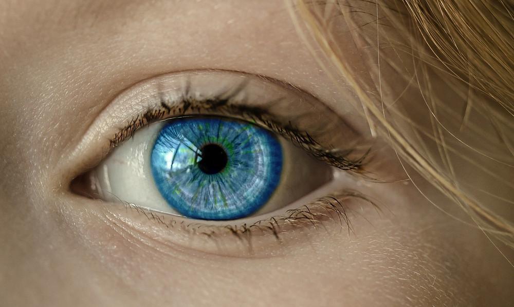 עין כחולה - מבט מקרוב