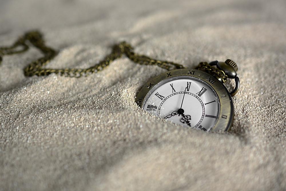 שעון קבור בחול