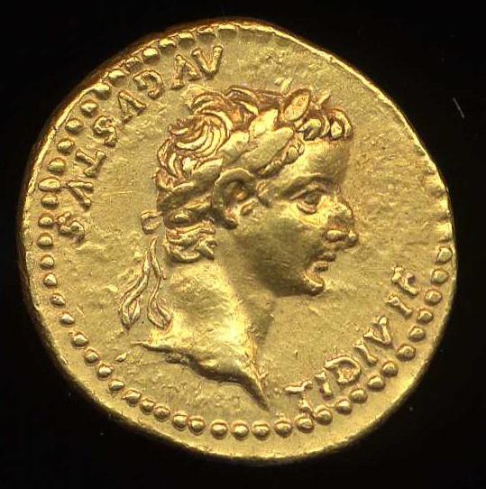 מטבע עתיק שעליו מודפסות פניו של הקיסר טיבריוס