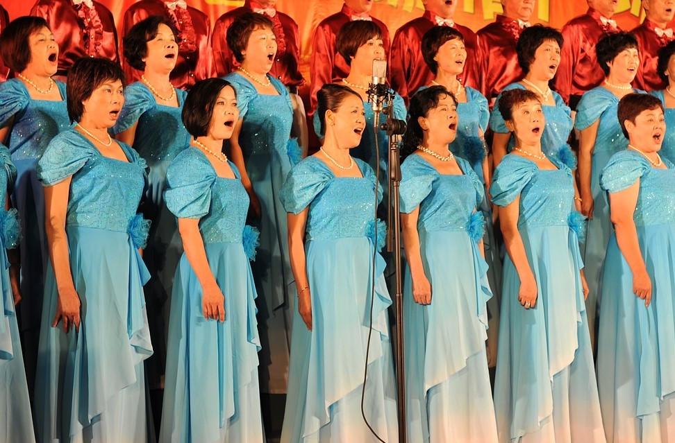 מקהלה בזמן הופעה