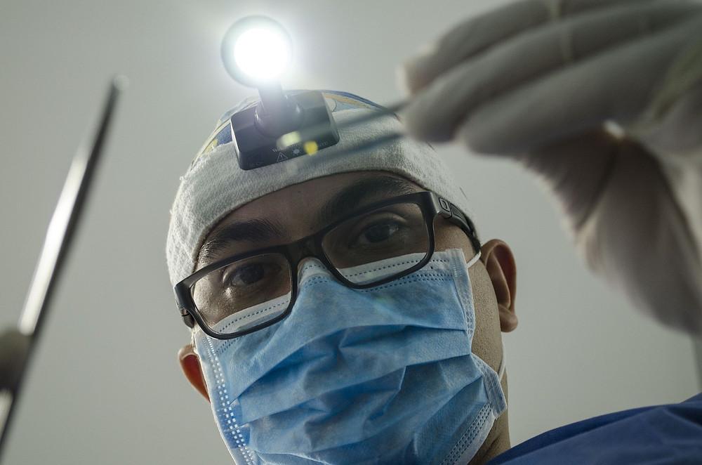 רופא שיניים - מבט מלמטה