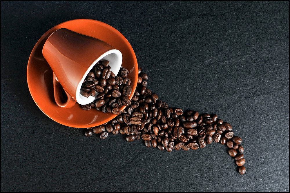 ספל וגרעיני קפה