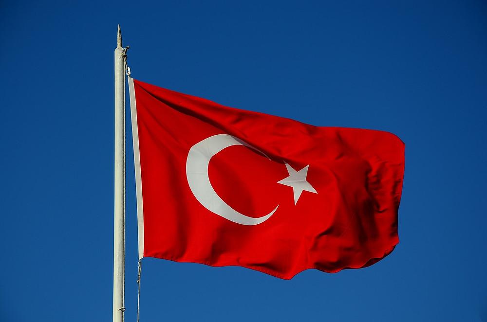 דגל טורקיה מתנופף