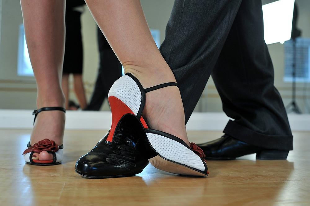 זוג בעת ריקוד לטיני
