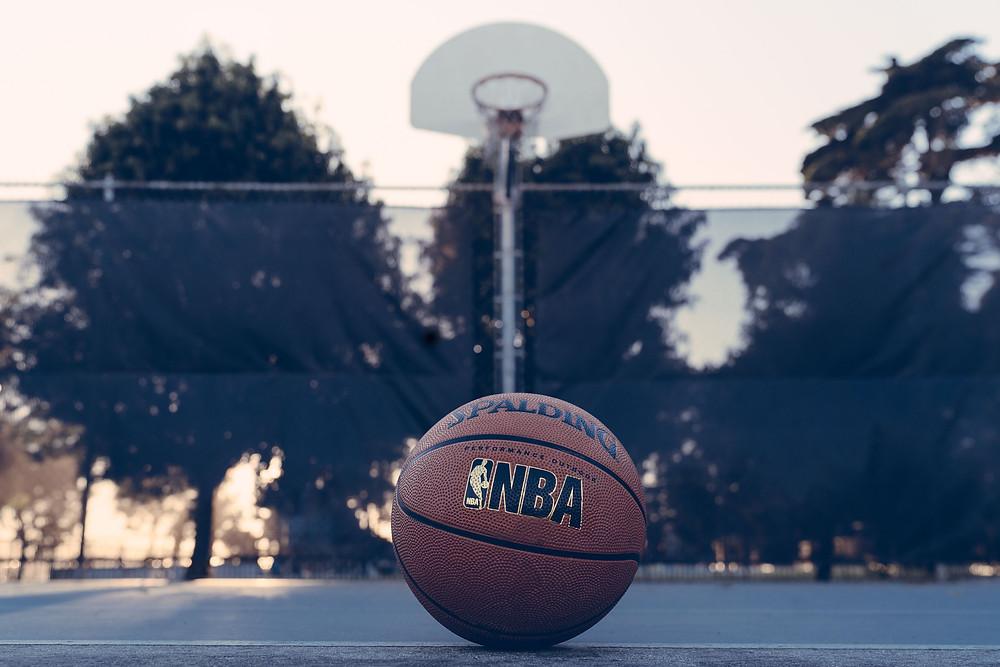 כדורסל עם לוגו של ליגת האן.בי.איי