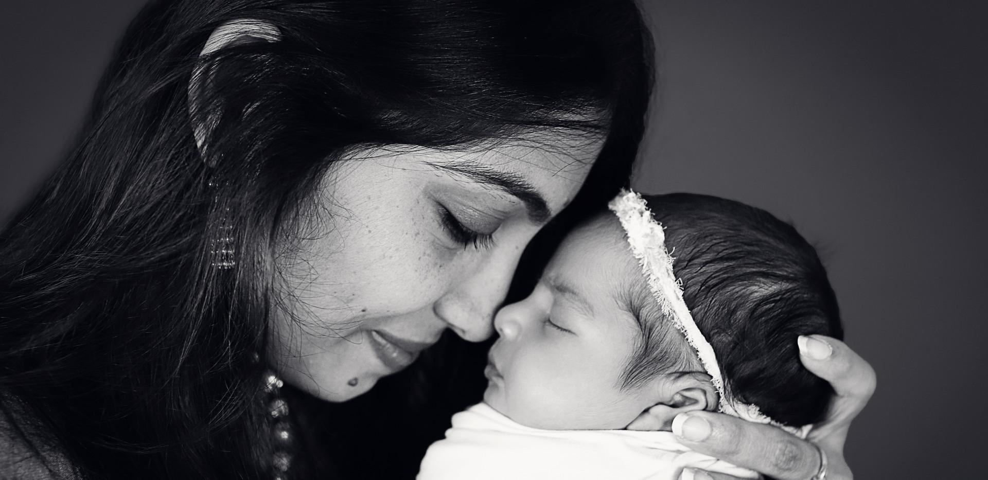 Kanaparthy_Newborn-16_BW.jpg