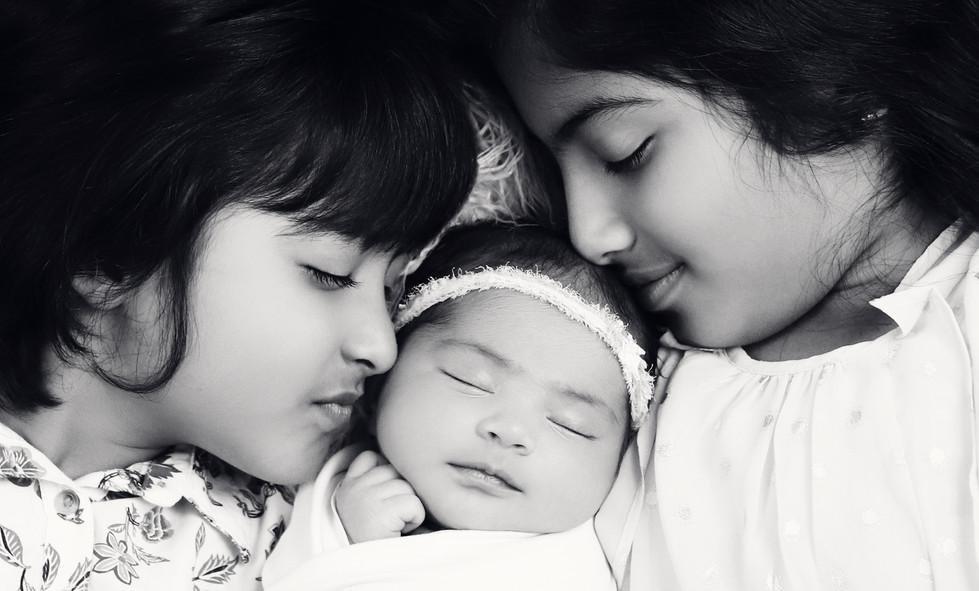 Kanaparthy_Newborn-22_BW.jpg