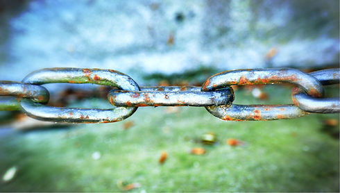 chain-1376478_1920_edited.jpg