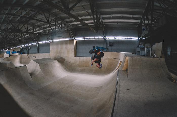 Новый крытый скейт парк на шоссе энтузиастов